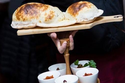 Ali Bey Maxvorstadt - frisches Lavas Brot Meze